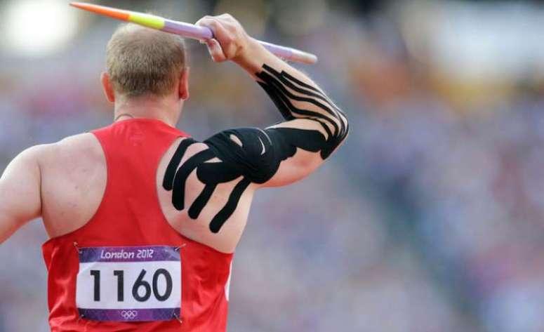 olympic-javelin-kinesio-tape-1470128270-800